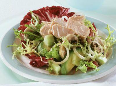 Öğle yemeği  1. seçenek - 1 domates, 50 gr. Dardanel ton balığı, 1 çaykaşığı mayonez, 1 kaşık haşlanmış mısır, kıvırcık salata, 1 salatalık, 1 kaşık zeytinyağı ve limonla hazırlanmış salata. Ardırdan 1 orta boy muz. 2. seçenek - 2 ince dilim ekmeği, 2 çay kaşığı tereyağı, 2 dilim peynirle hazırlanmış sandöviçin yanında 1 bardak portakal suyu ve elma. 3. seçenek - 1 tas domates veya karışık sebze çorbası, üzerine krem peynir sürülmüş 1 dilim tost ekmeği, 1 dilim karpuz . 4. seçenek - 1 katı pişmiş yumurta, 1 tabak yağsız yeşil salata, 50 gr. haşlanmış tavuk eti, 1 portakal.